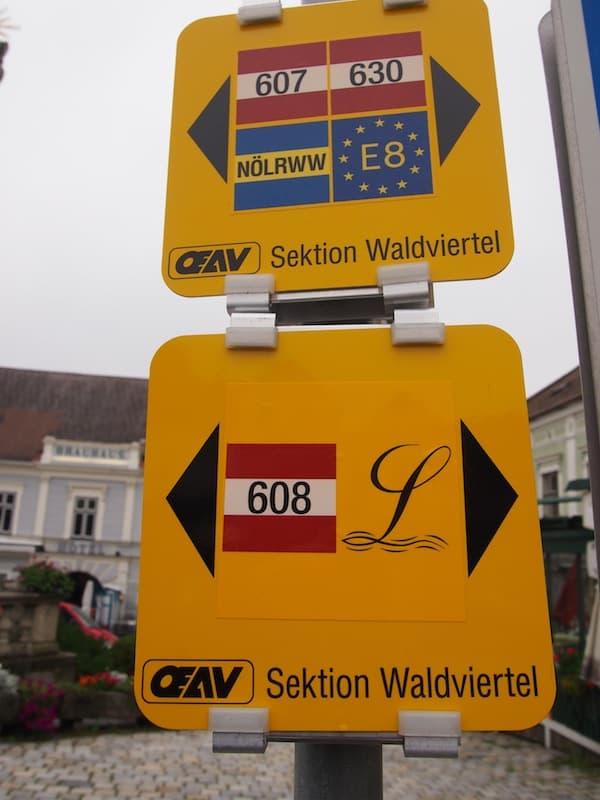 Die Beschilderung: Der Weg entlang der Lainsitz ist mit diesem Symbol hier durchwegs gut gekennzeichnet.