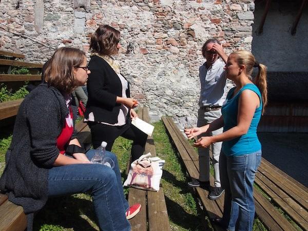 Moderation der Reiseblogger-Relations-Session im Burghof des #cczk14 CastleCamp Kaprun.
