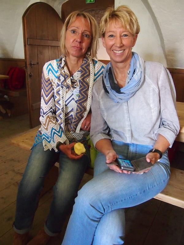 Auch Anja Wendling (Rheinland Pfalz Tourismus) treffe ich hier beim CastleCamp Kaprun zusammen mit Katja Wegener (endlich) persönlich: Anja ist was Blogger Relations angeht ebenfalls schon sehr fit, schnell finden wir dieselbe Sprache und besprechen erste Ideen gemeinsam.