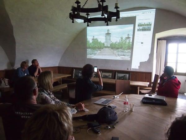 Danke auch an Achim Meurer für den unterhaltsamen & spannenden Workshop zum Thema digitale Fotobearbeitung via Google+ im nahezu romantischen Ambiente dieses Burgzimmers ...!