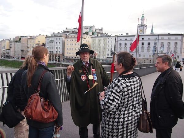 Ich empfehle jedem, eine solche Tour in der Stadt Salzburg zu unternehmen, schon alleine aufgrund der fesselnden Erzählweise von Hans in seiner wahren Rolle als historischer Nachtwächter Salzburgs. Ein Vergnügen für alle Sinne ...