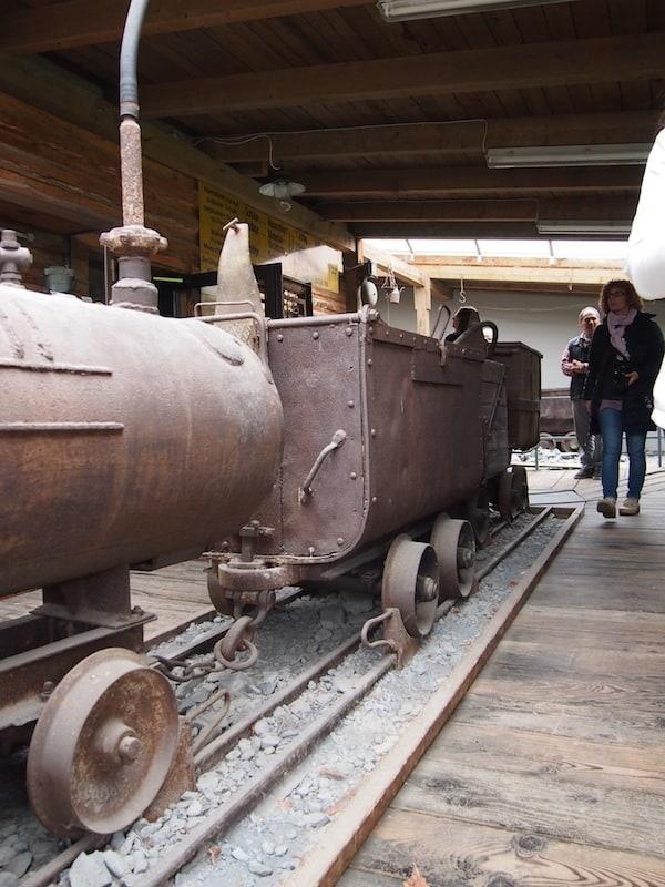 ... von der Mühsal früherer Bergarbeitsschritte erzählen uns diese Maschinen ...
