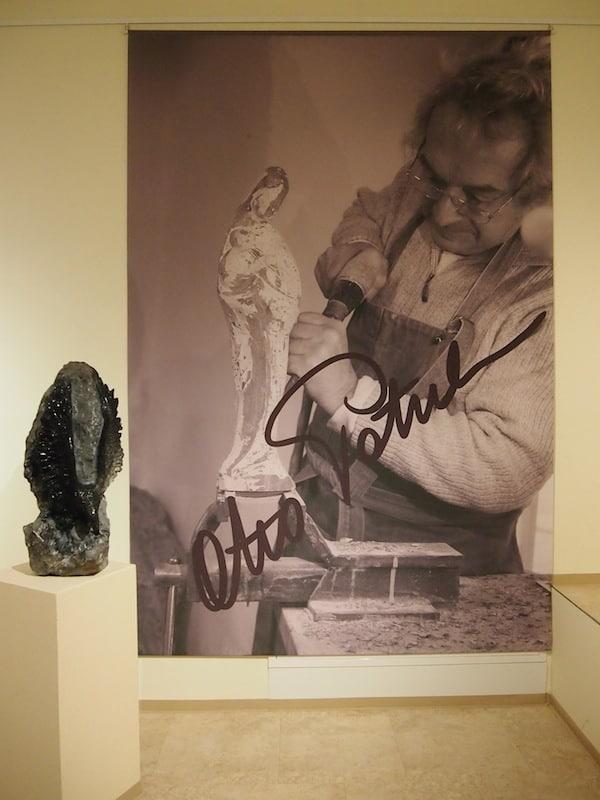 ... hat dem künstlerischen Erbe seines Vaters zum Edelserpentin hier ein lebendes Denkmal geschaffen.