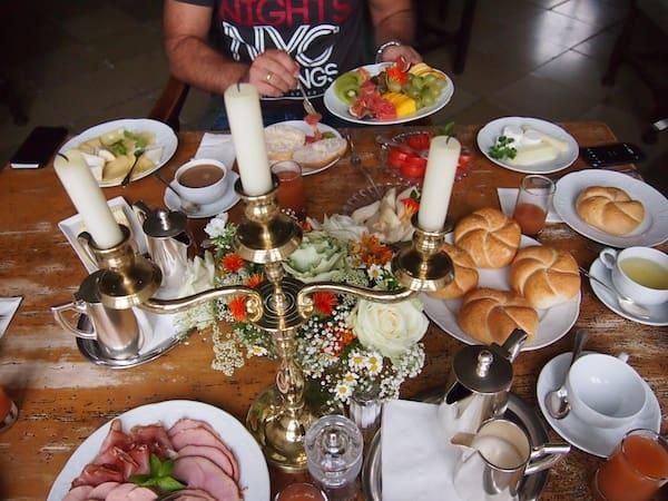Mahlzeit mit Frühstücksfreuden auf Burg Bernstein - dieses Frühstück vermisse ich schon jetzt ...!