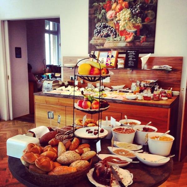 Wir starten unseren Aufenthalt in der Stadt Salzburg (wie könnte es anders sein ;) ) mit dem überaus genüsslichen Frühstück im Hotel Auersperg, einer erstklassigen Adresse für den Besuch in Salzburg.