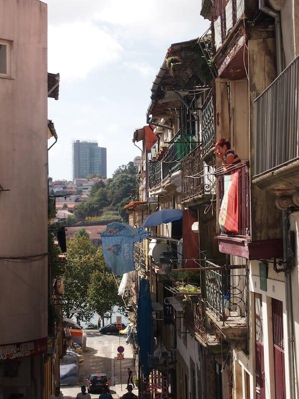 Beim Flanieren hinunter an die Ribeira lasse ich meinen Blick gerne auf den Alltagsbildern der Stadt ruhen ...