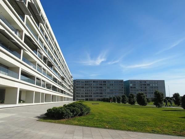 Auch das ist Porto: Moderne Stadtwohnungen im Stadtteil Matosinhos mit direktem Blick aufs Meer ...