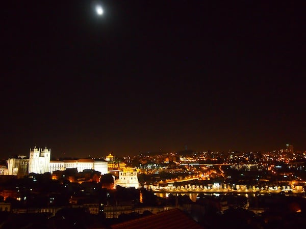 Und auch, oder gerade abends, lohnt der Blick über die Stadt, zum Beispiel hier vom Miradouro da Vitória.