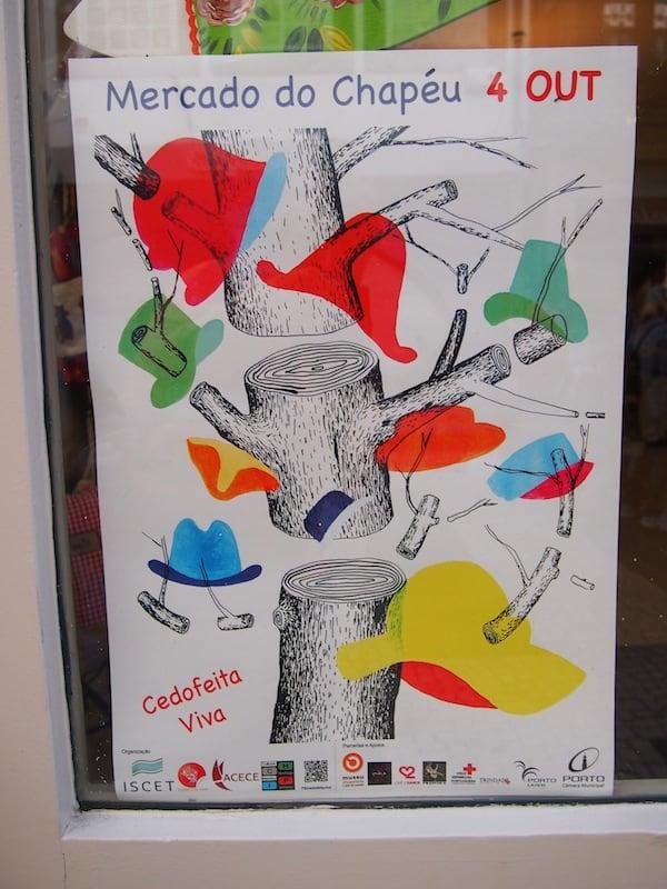 Die Dynamik der Stadt Porto drückt sich vor allem in ihrer hippen Kunst-, Kultur- & Musikszene aus. Hier lädt ein bunt gestaltetes Plakat zur Begehung des Mercado do Chapéu, oder Hutmarktes ein!