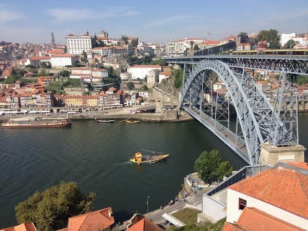 Tipp: Den besten Blick auf Porto hat man vom gegenüberliegenden Stadtteil Vila Nova da Gaia!