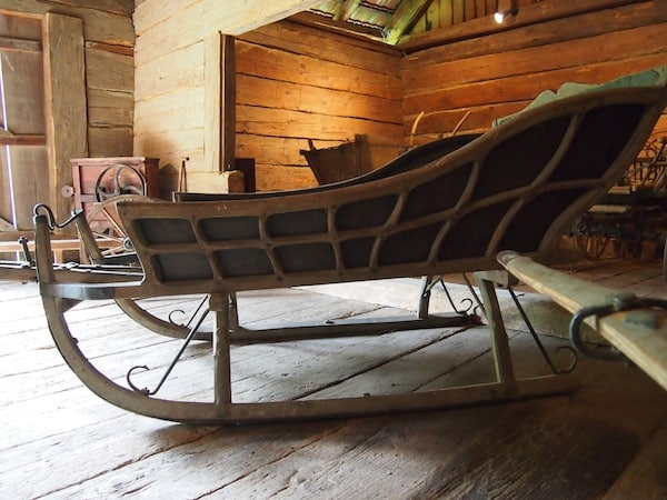 Or this old sleigh: Imagine a ride through the snow-covered landscape during winter time ... ?