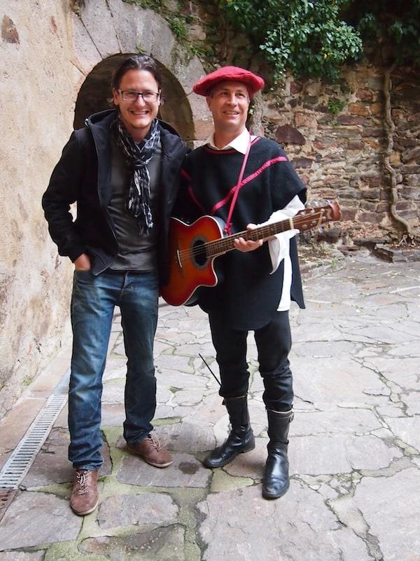 ... moderne, herzlich gestimmte Gastgeber wie Manuel Komosny und sein Troubadour-Kollege lassen die Geschichte rund um Blutgräfin & Co. von Burg Lockenhaus fast vergessen!