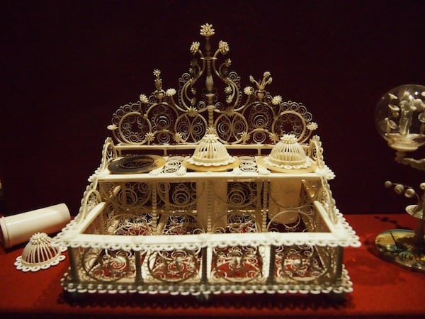 ... all the way to treasure chests with precious craftwork such as this one ...