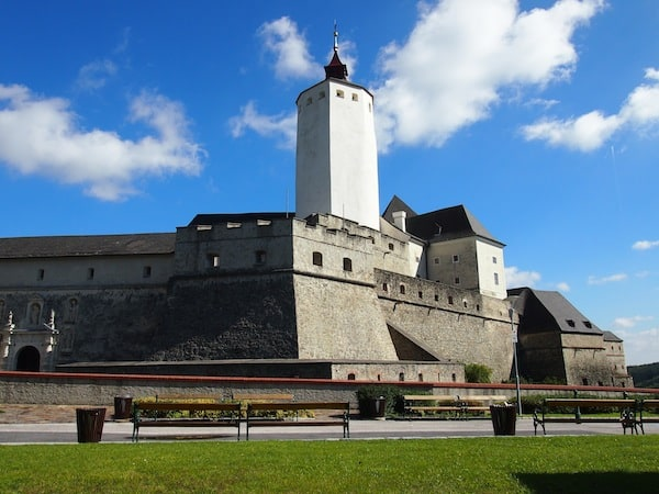 Looking at Burg Forchtenstein ...