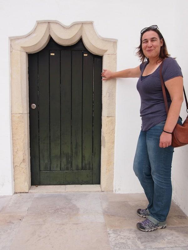 Susana öffnet mir Tür & Tor zu den Besonderheiten der einheimischen Architektur, wie dieses Portal hier im Maurischen Stil.