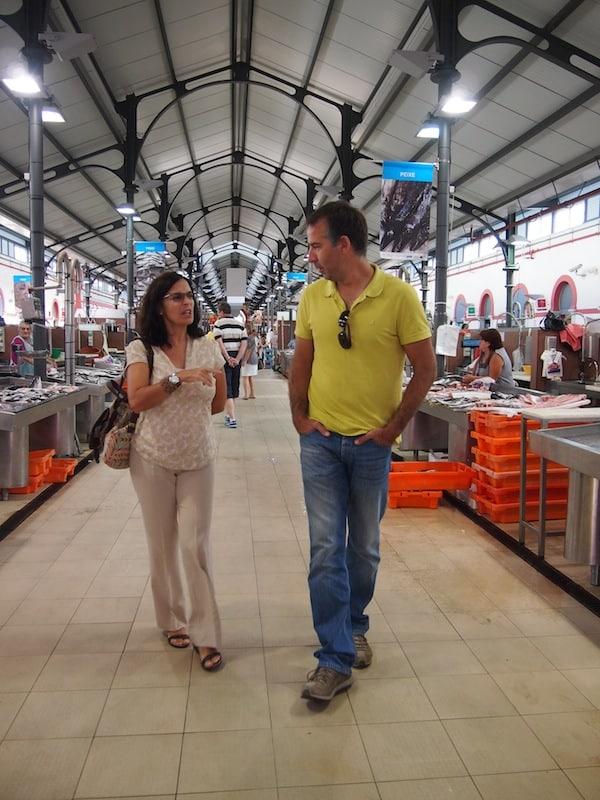 Beim Rundgang über den Marktplatz von Loulé ...
