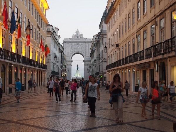 Wir beginnen unsere Entdeckung Lissabons an einem lauen Spätsommerabend im Oktober ...
