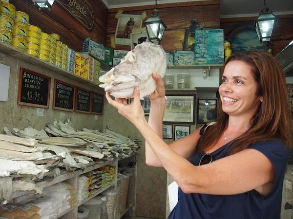 Gleich beim ersten Tasting Stop wird's interessant: Kurze Geschichte des beliebten portugiesischen Bacalhau (zu deutsch: Stockfisch ..!).