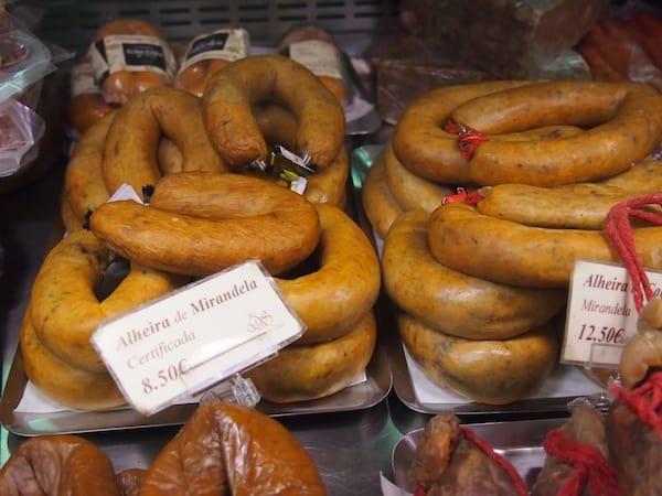"""Ich liebe diese köstlichen, portugiesischen """"Alheira""""-Würste ... Habe ich das schon mal gesagt?!"""