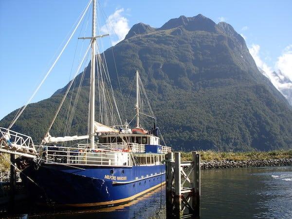 Auf dem Milford Wanderer lassen sich bequeme Tages- und Übernachtungstouren auf dem Fjord unternehmen ...