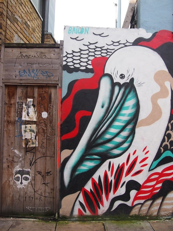 Walking round East London, you are met with many signs of amazing street art graffiti (besides unveiling the many #foodlover places on this tour)!