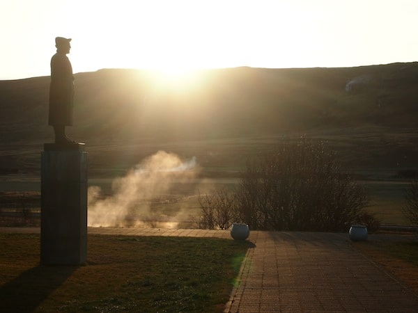 Slowly but surely, the sun creeps up its way and over the horizon here in Reykholt. It is early November and just before 11.00 in the morning ... six weeks to go until winter solstice that leaves Icelanders with only about six hours of daylight & twilight.