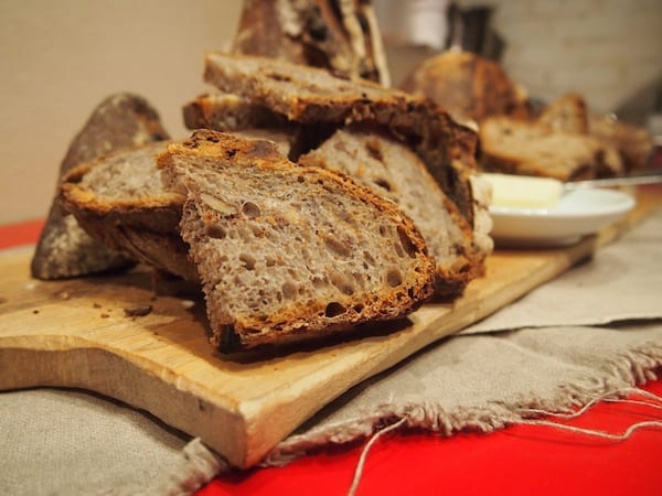 … that has us dig right into their juicy, flavoursome rye whole meal bread served to us with sea salt butter.