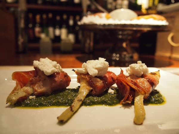 Beautiful Alcachofas, grilled jamón serrano wrapped in artichoke hearts, basil piñon pesto & goat cheese ...!