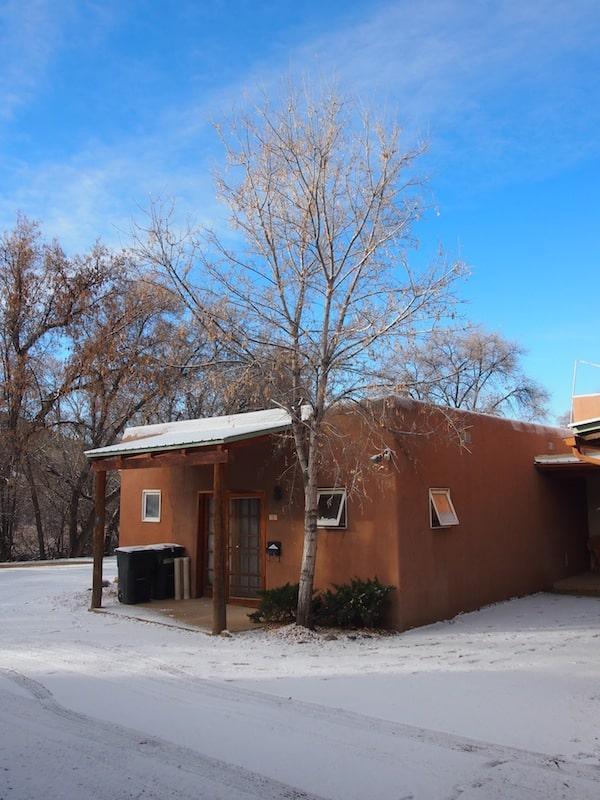 An zauberhafte Orte wie diese wäre ich nie gekommen, wäre da nicht Julie Claire's wunderbarer Morgengruß zum Kreativ-Workshop in ihrem Studio am Stadtrand von Santa Fe.!