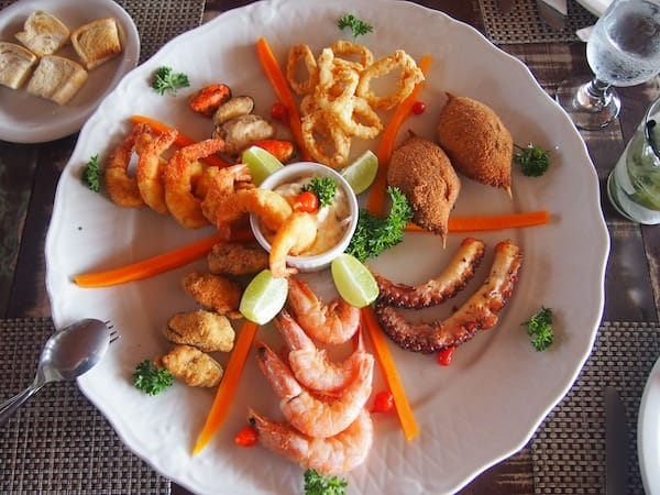 … and just as much, this wonderful seafood platter put together especially for us on this typical tasting visit!