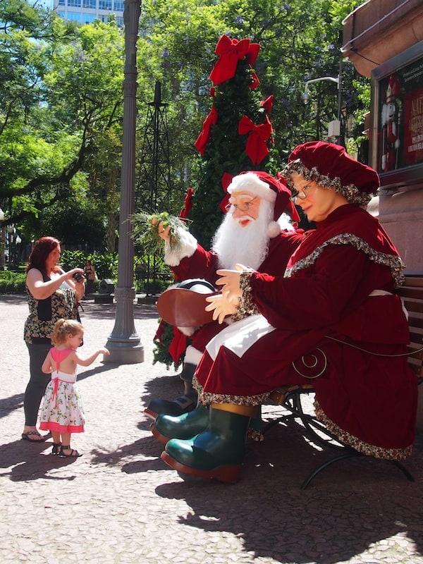 Aber: Weihnachten am Rathausplatz von Porto Alegre ... so?! Geht irgendwie ... gar nicht!