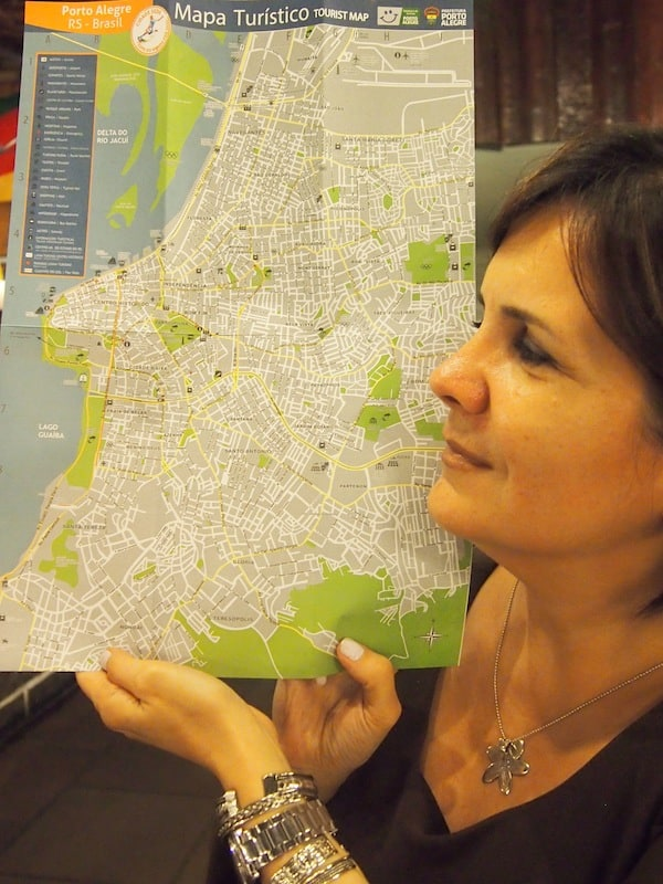 Maria Luiza is my oracle for everything creative, interesting & fun to do while here in Porto Alegre: Look at just how much she truly identifies with (the profile of) her city …..!