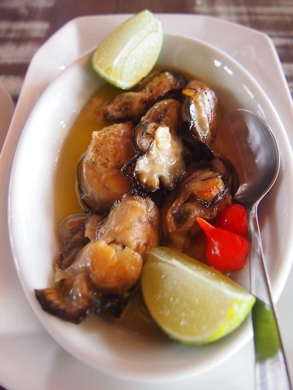 Die Spezialität des Restaurants Rancho Açoriano sind eigens geräucherte Austern: Eine völlig neue Geschmacksdimension eröffnet sich mir hier!