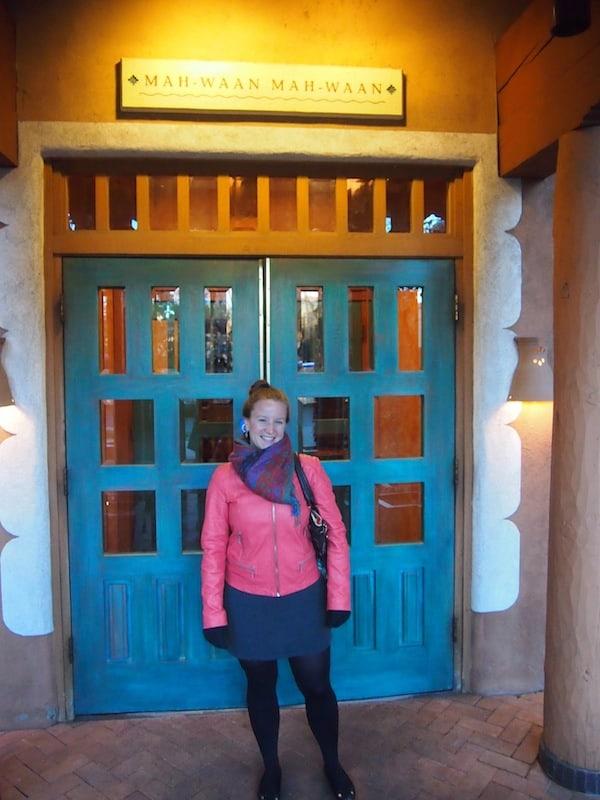 """... sowie auch über der Eingangstür hier: """"Mah-Waan, Mah-Waan!"""" - Herzlich Willkommen!"""