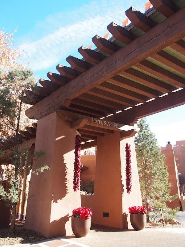 Das Hotel Santa Fe hat zudem einen erstklassigen Spa, welcher über diesen lichtdurchfluteten Eingang erreichbar ist ...