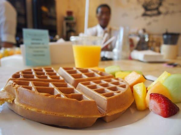 Das Frühstück ist, wie (fast) alle anderen Speisen die hier in den USA serviert werden, RIESIG.!