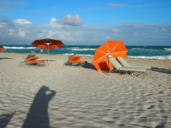 ... BEACH. Yip. No glitzy glamour fashion mile for me. Just music, light, wind in my hair, and comparative solitude at what I deem to be, a most magnificent SOUTH BEACH here in Miami ...