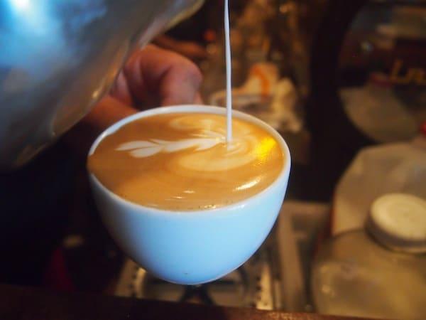 Meine Erfahrung hier im Wynwood Art District von Miami beginnt mit diesem wunderbar kunstvoll verzierten Cappuccino im Café Panther: Empfehlenswert, kann ich nur sagen!