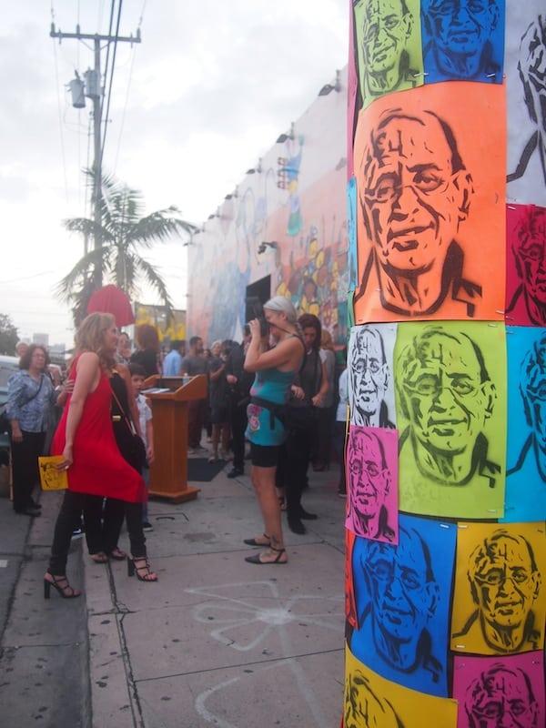 ... und gleichzeitig sind viele lokale Berühmtheiten samt ihrem Pressegefolge erschienen - Stimmung unter Stars macht sich breit!