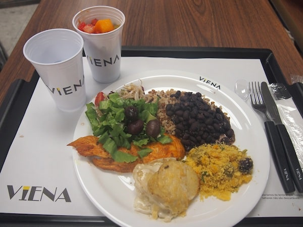 ... erst mal essen. Das Zeitgefühl ist durcheinander, aber Geschmack (und Name!) stimmen ... Willkommen in Brasilien!