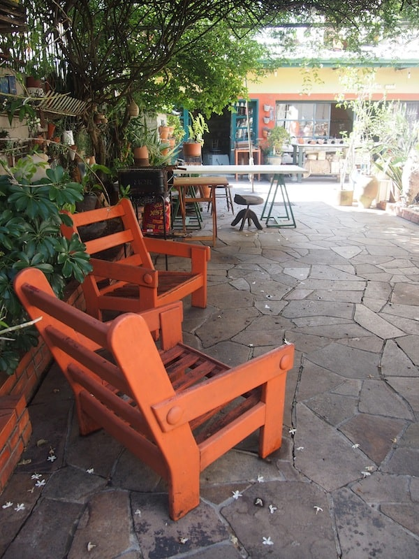 Herzlich Willkommen: Am Hof der Keramikkünstlerin Adma Cora hier in Porto Alegre ...