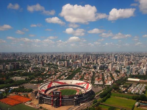 Schon beim Anflug erschließt sich mir die gewaltige Dimension der Stadt Buenos Aires, am Río de la Plata Argentiniens gelegen ...