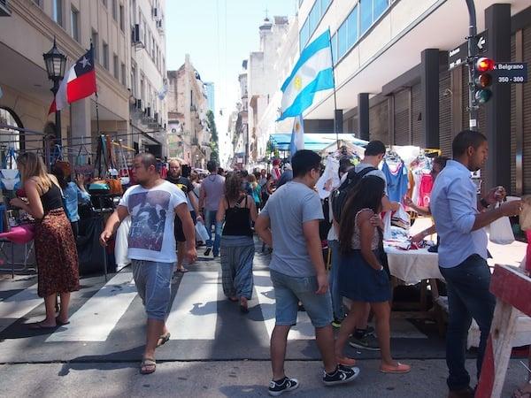 Im Stadtviertel San Telmo findet jeden Sonntag der Mercado de San Telmo statt, ein Ereignis das es sich zu besuchen lohnt ...