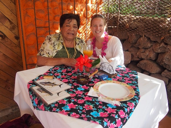 My plate is empty quickly, as much as my heart fills with warmth: Happy to be making my first friend with this lovely local lady here in Rapa Nui!