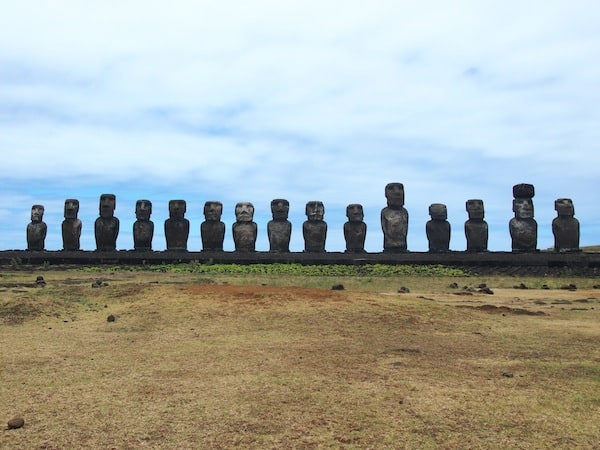 Tonariki is the last site that still has 15 Moai standing: These, too, have once been toppled, even swept inland by a recent tsunami (!) – and re-erected thanks to the support of wealthy Japanese sponsors.