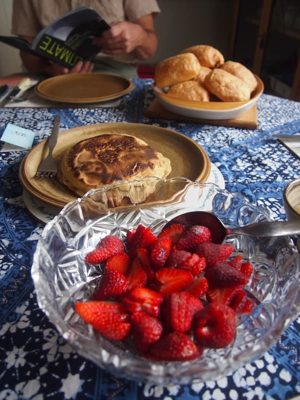 Christmas morning in Christchurch, New Zealand: Fresh strawberries & home-made pancakes fill the air with a sweet smell of ... summer! Strange to me as a European still, but LOVELY that's for sure!
