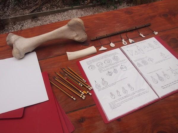 """Los geht's beim """"Bone Carving Workshop"""" mit Stephan Gilberg in Nelson! Zunächst ..."""