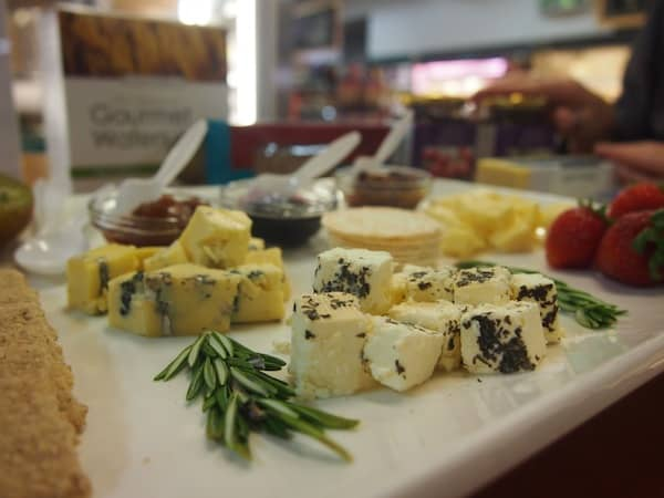 This lovely tasting platter is already waiting for us ...