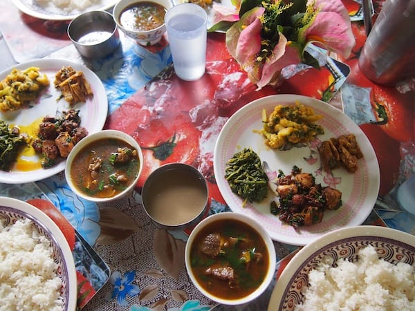... spoiling us to the beauty of her lunch table: Enjoy your meal full of flavours and beautiful spices here in Nepal!