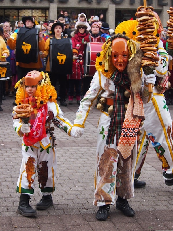 "And here are the happy creatures, distributing ""Brezel"" among the spectators - but only after you sing with them for about a minute, do you become worthy of a Brezel yourself ... !"